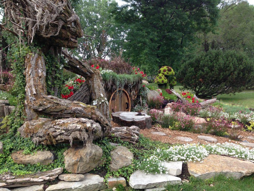 World's Best Mini Garden (2/3)